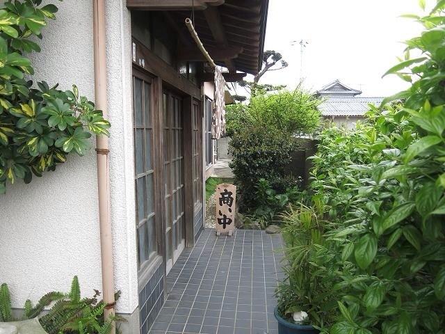 讃岐「うどん冨永」香川・丸亀市の民家で食べる「温卵うどん」