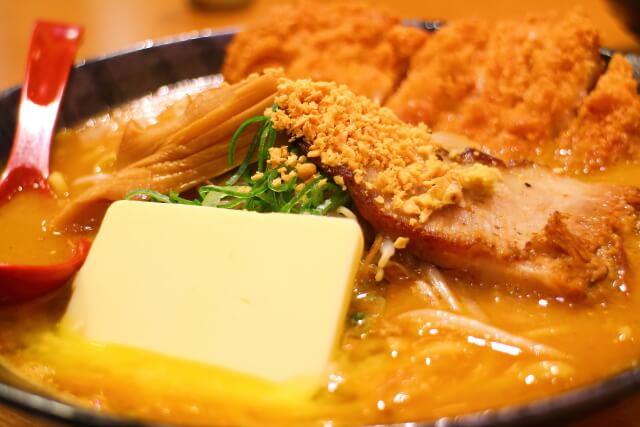 麺屋・國丸。南国店 北海道100年味噌 味噌カツバターラーメン