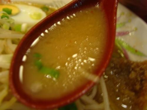 豚太郎南国バイパス店 味噌カツラーメン スープ