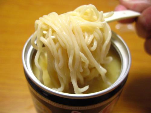 ラーメン缶 麺アップ