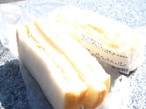 ひなた屋で買った卵サンドとハム卵サンド!
