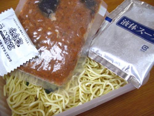日清GooTa炎の辣椒担々麺辛口芝麻醤味 中身