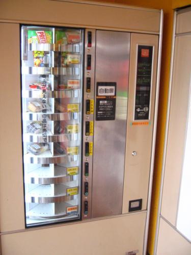 coin snack PLAZA いろいろ売っている自販機