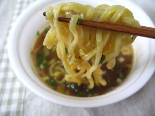 明星究麺特濃魚介だれつけ麺 麺アップ