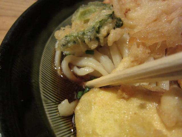 麺房三宅 冷やし天ぷらうどん ぶっかけ出汁アップ