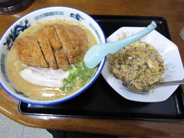 こってり味噌ラーメン 鈴木食堂 味噌カツラーメン(大盛) & 半チャーハン