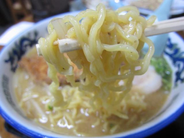 こってり味噌ラーメン 鈴木食堂 味噌カツラーメン 麺アップ