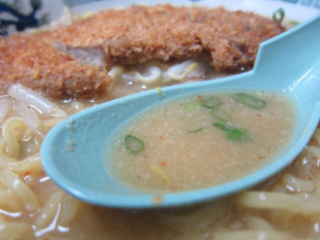 こってり味噌ラーメン 鈴木食堂 味噌カツラーメン スープ