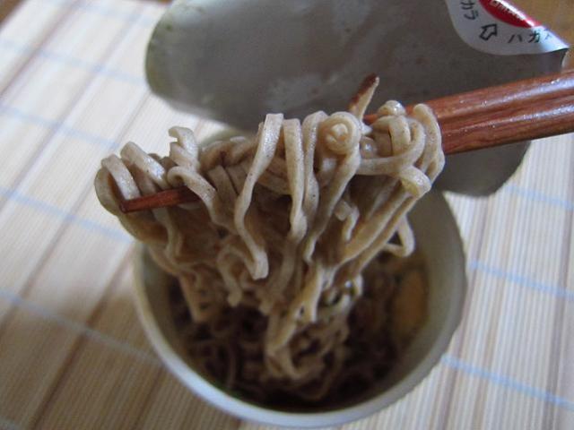 日清 カップヌードル 天そば 麺アップ