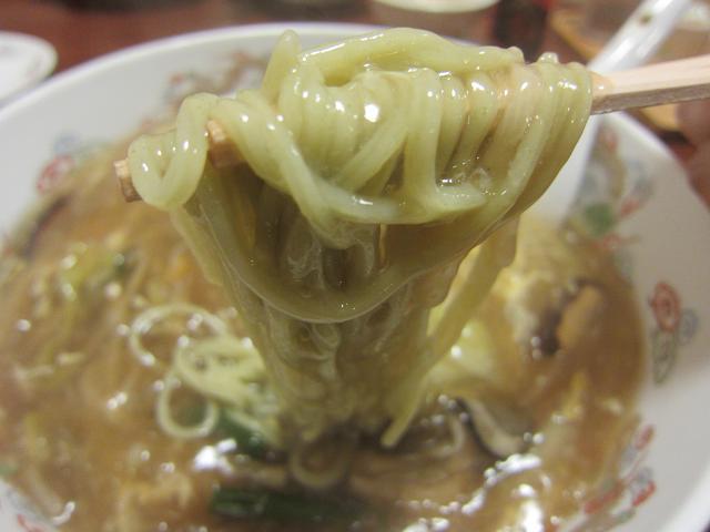 中国家常菜 鳳龍菜館 カキあんかけ麺(大盛) 麺アップ