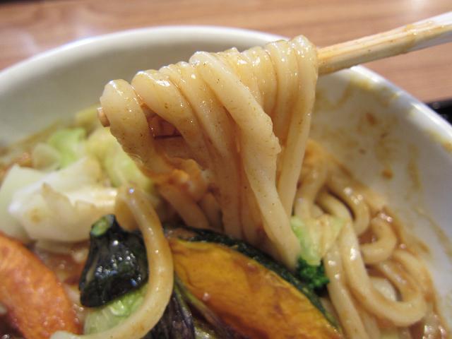 お食事だいせい お野菜たっぷりの牛すじカレースープおうどん(大) 麺アップ