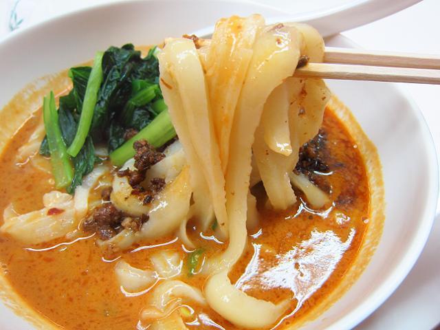 高知大丸 横浜中華街展 坦々刀削麺 麺アップ
