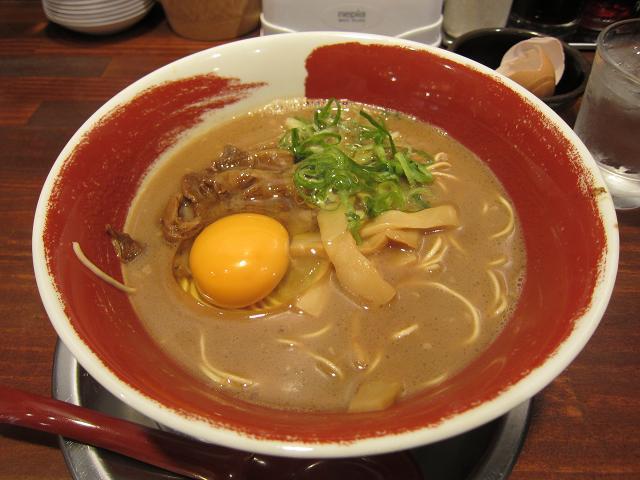 徳島ラーメン麺王追手筋店 徳島ラーメン(生卵入り)