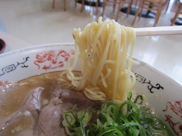 丸醤屋イオンモール高知店 コクうま醤油ラーメン(大盛) 麺アップ
