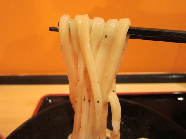 セルフうどん麦笑 釜バター 麺アップ
