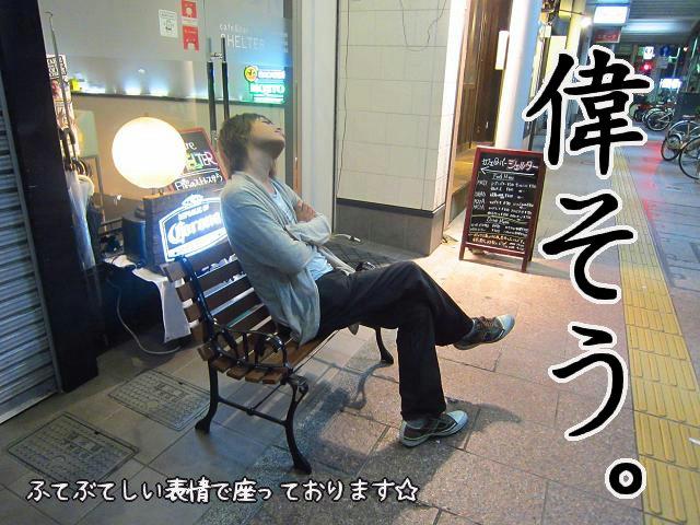 cafe  bar SHELTER の前での竜一さん!