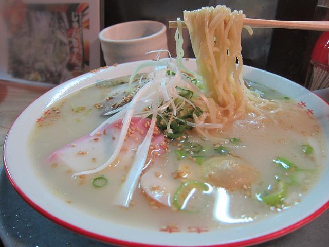 屋台じゅんちゃん とんこつラーメン 麺アップ
