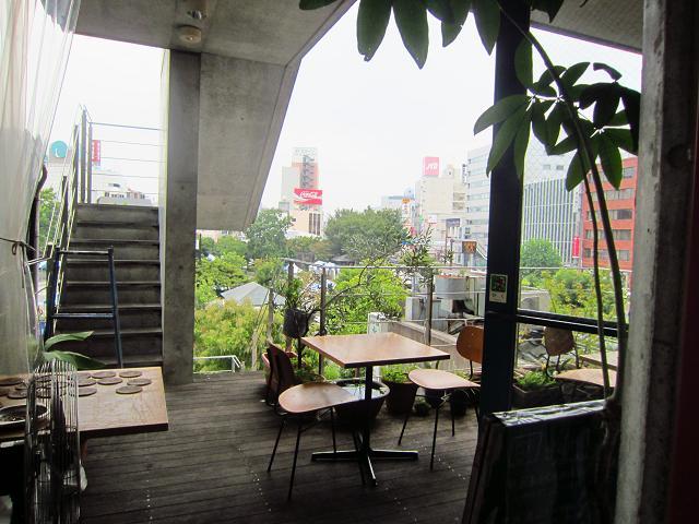 gumbo 外の飲食スペース