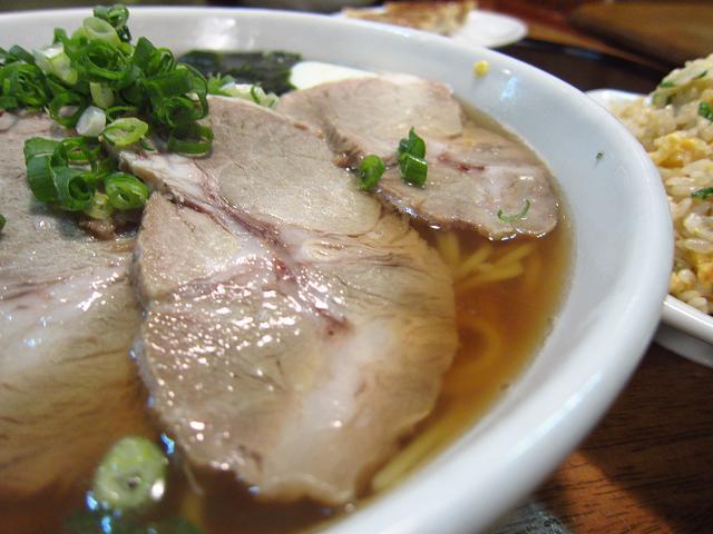 中華飯店とら チャーシュー麺(大盛)アップ