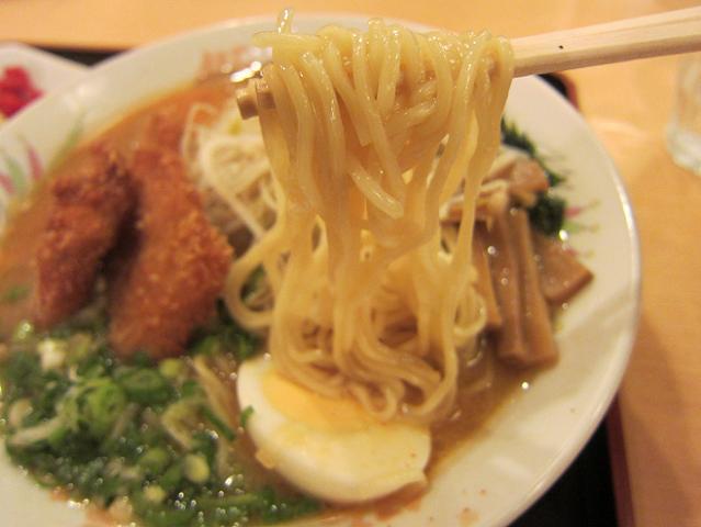 豚太郎介良店 みそカツラーメン大盛 & Aセット(半チャーハン) 麺アップ