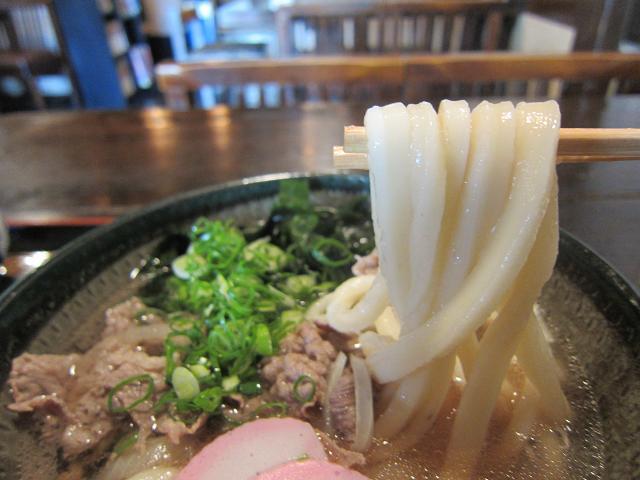 信州庵 肉うどん 麺アップ