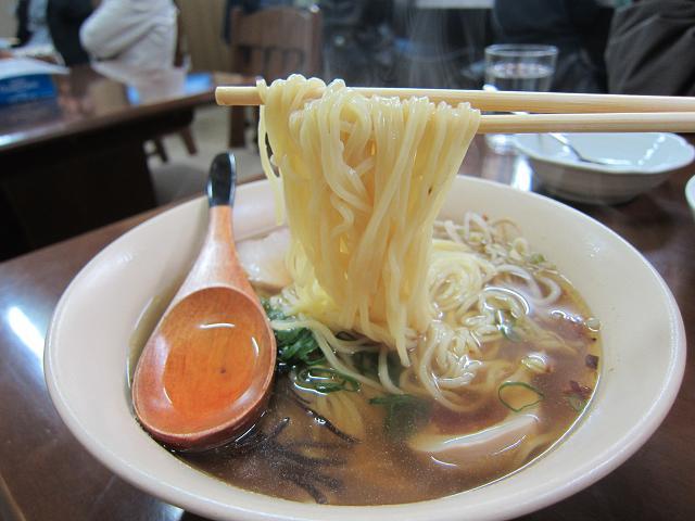 お食事・めん処 純平ちゃん しょうゆラーメン 麺アップ