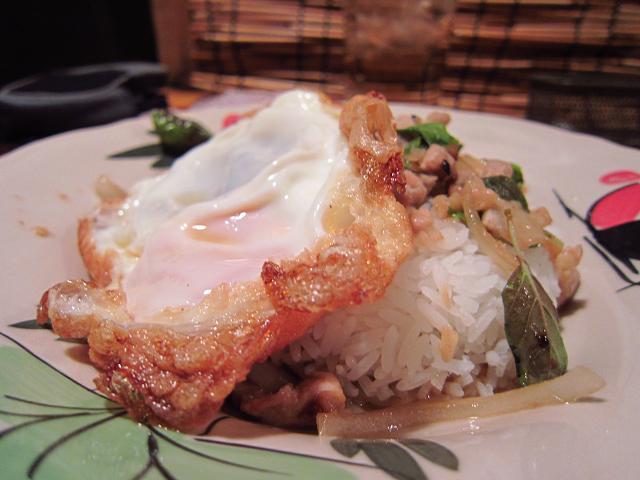 Asian Dining Chang 鶏肉のタイハーブ炒めごはん 前方