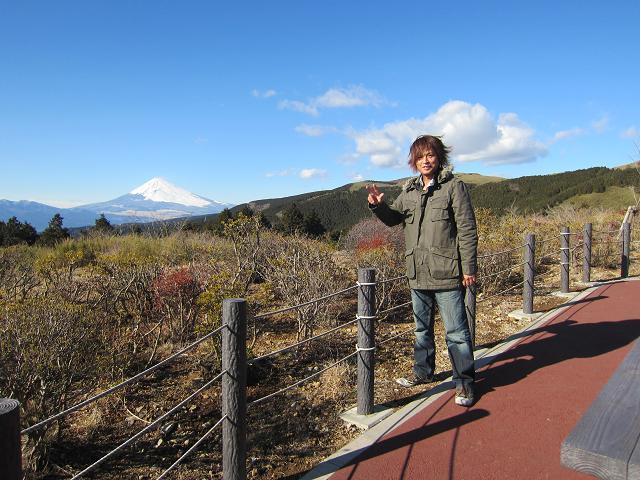 十国峠ケーブルカーレストハウス 風がすごい!