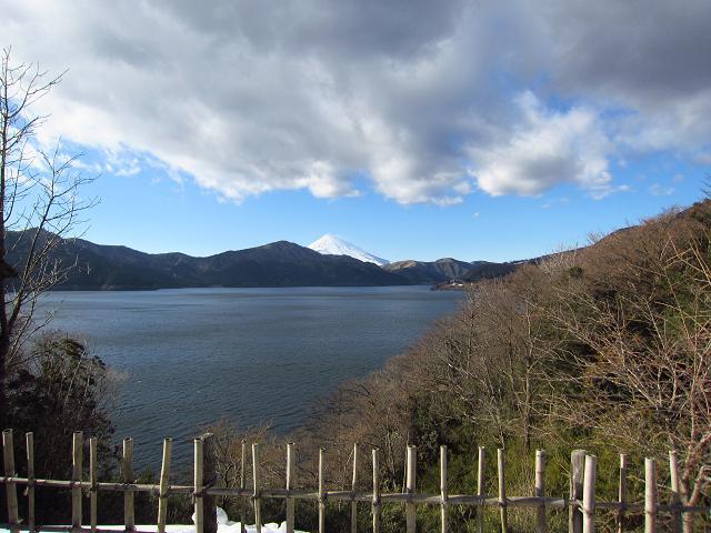 箱根 芦ノ湖の向こうに見える富士山