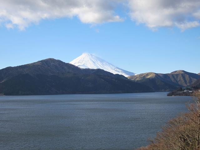 箱根 芦ノ湖の向こうに見える富士山2