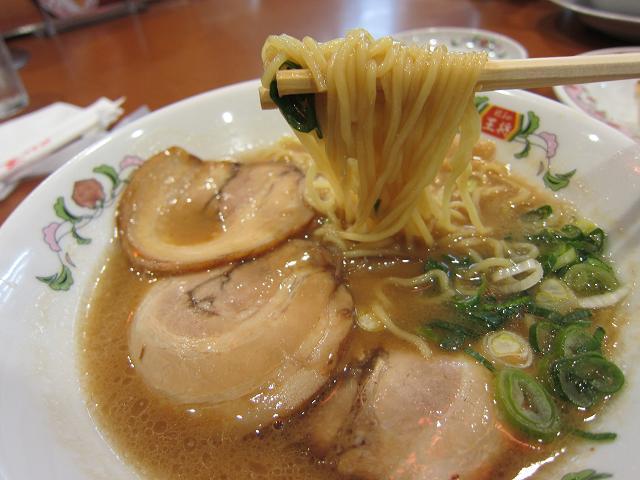 餃子の王将 高知御座店 こってりラーメン 麺アップ