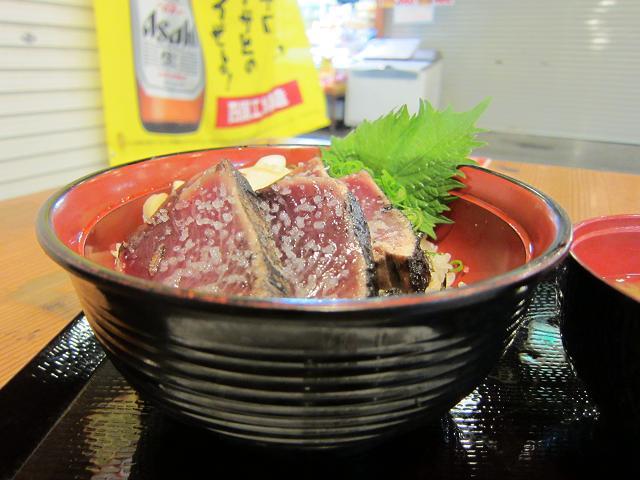 昼のひろめ市場 明神丸 塩タタキ丼2