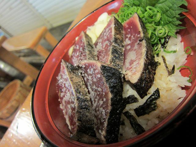 昼のひろめ市場 明神丸 塩タタキ丼3