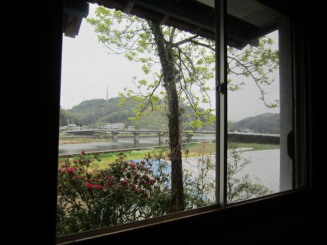 多国籍料理SO-AN 窓からは鏡川が一望できる!