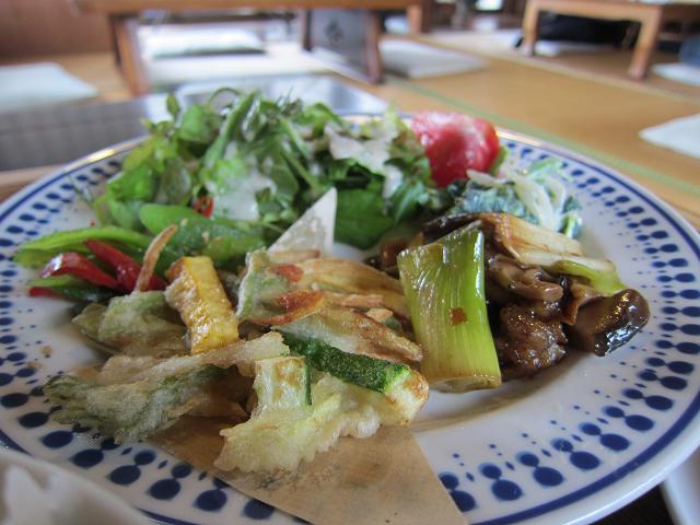 多国籍料理SO-AN 日替わり定食 おかずいっぱい!