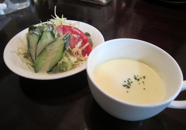 モンシェルトントン スープとサラダ