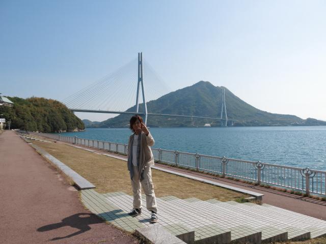 大三島 あっちゃんみたいなポーズを取る竜一