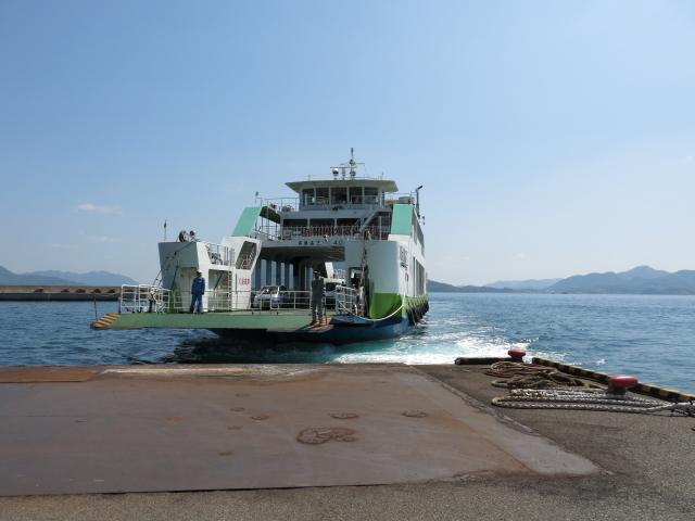 盛港に入ってくる船