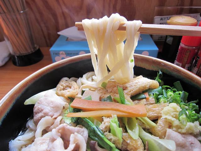 手打うどん吉川 肉汁うどん・野菜ちゃんぽん(特大) 麺アップ