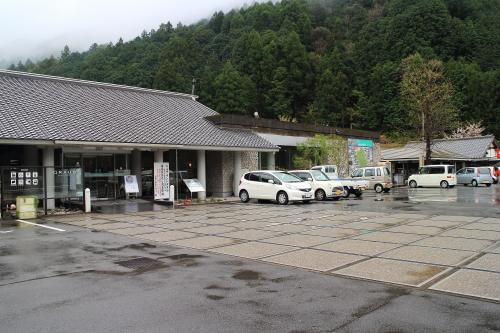 道の駅 土佐和紙工芸村「くらうど」  紫黒うどん
