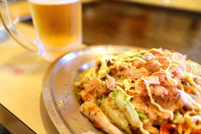 高知のお好み焼きの人気店!南国市「十字路」で、焼きそばにビール!