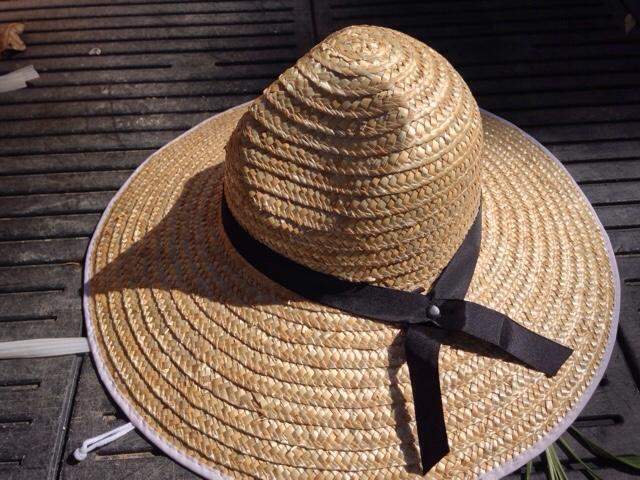 現役農家の竜一が実際に使用している麦わら帽子