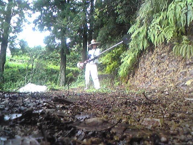 草刈機(刈払機)で大剣を持った剣士風