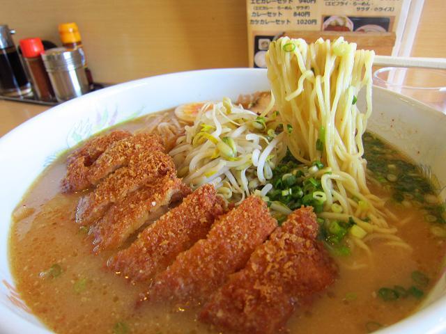 「ラーメンの豚太郎 大津店」味噌カツラーメン(大盛)