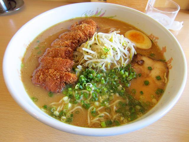 豚太郎大津店の味噌カツラーメン