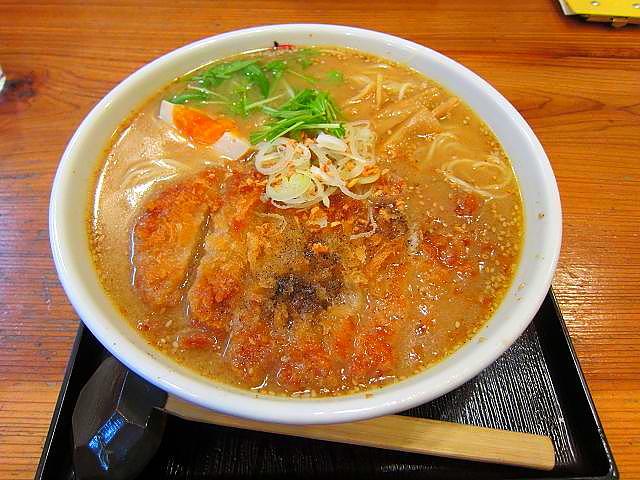 「拉麺・食工房 まる家」味噌カツラーメン(とくだま)