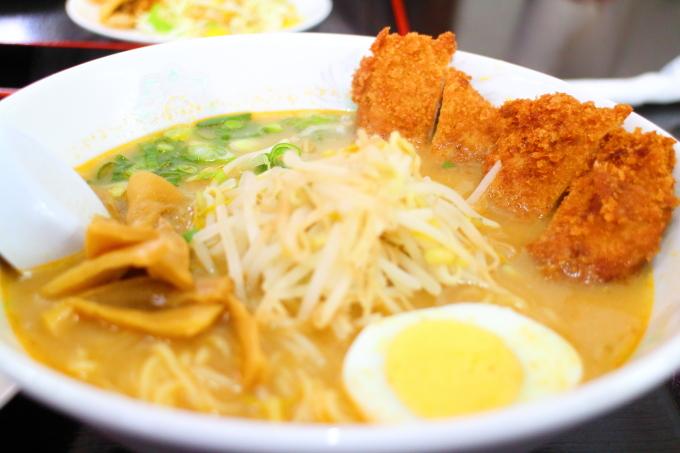 「豚太郎 高須店」味噌カツラーメン