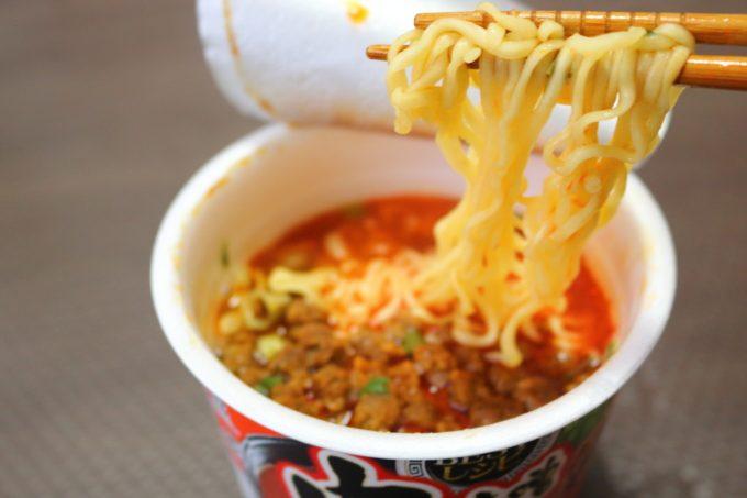 カップ麺の新製品「サッポロ一番みそラーメン 肉味噌ラー油仕立て」
