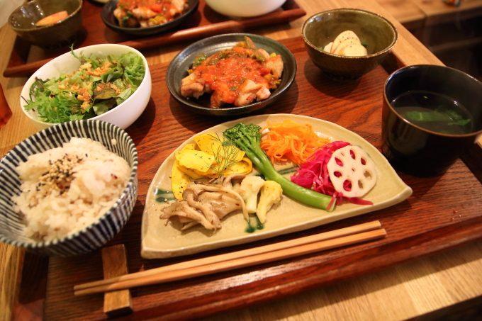 「藁屋」高知・沢田マンション1階のおしゃれカフェでランチ