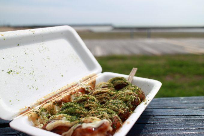 海で食事したい!ヤ・シィパーク「たこ焼き はかせ」の「たこ焼き」